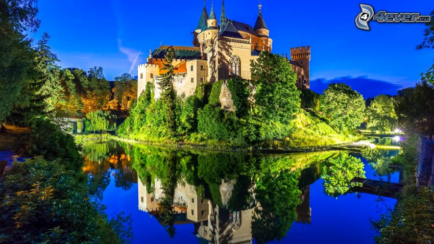 castle Bojnice, lake, reflection