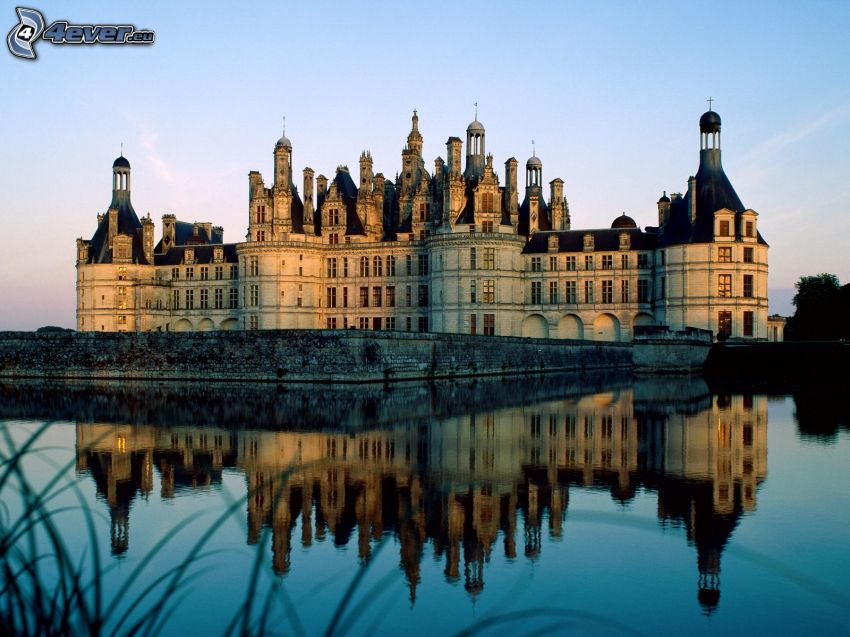 Château de Belœil, lake, reflection