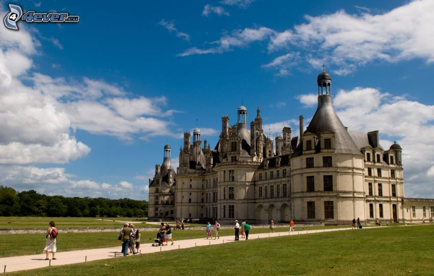 Château de Chambord, sidewalk, lawn, clouds