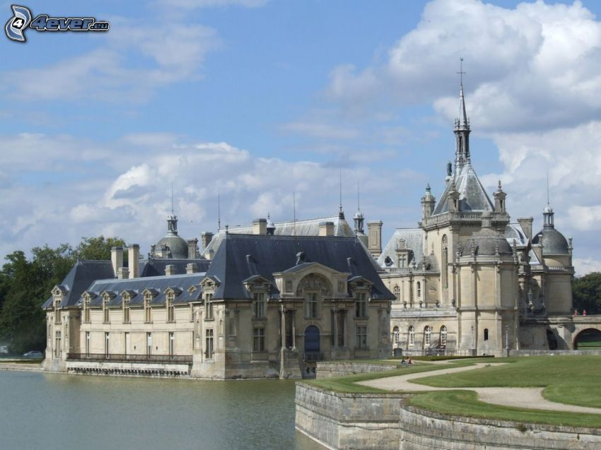 Château de Chantilly, lake