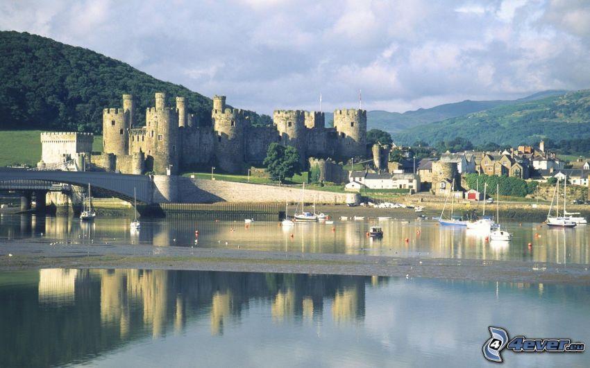 Conwy Castle, sea, ships