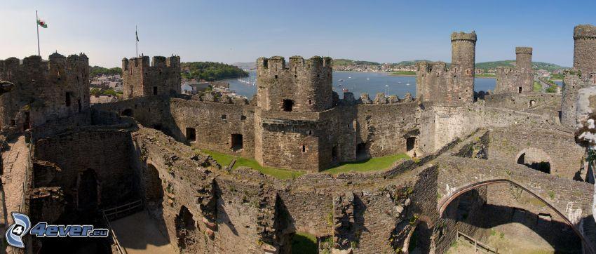 Conwy Castle, walls