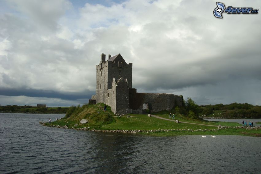 Dunguaire Castle, lake, tourists
