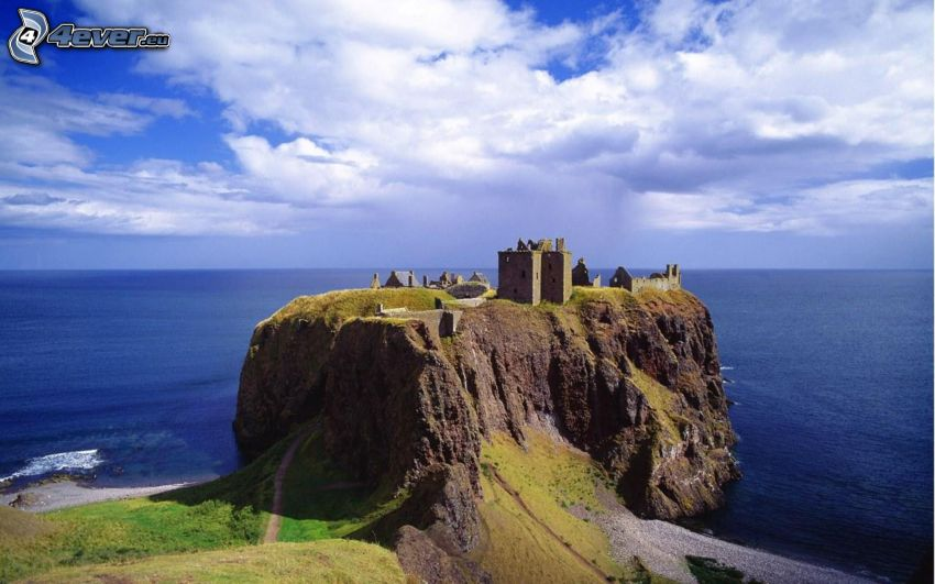 Dunnottar, coastal reefs, the view of the sea, sky