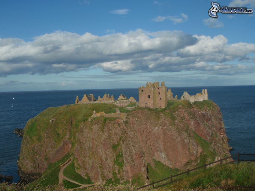 Dunnottar, open sea, clouds