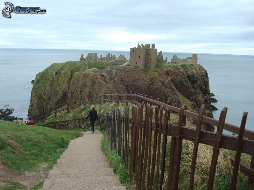 Dunnottar, open sea, stairs