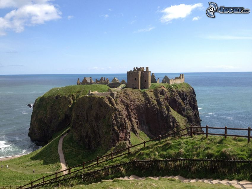 Dunnottar, open sea