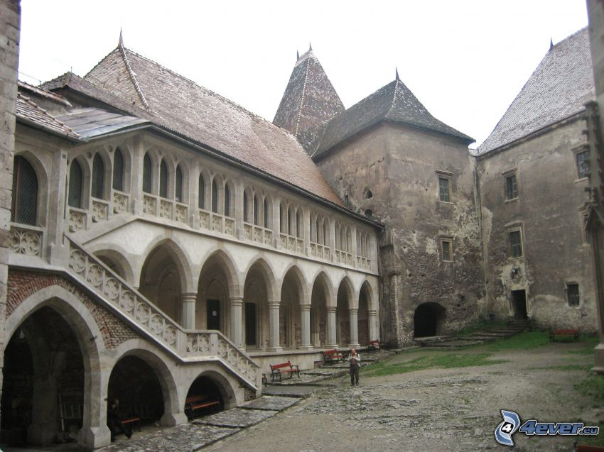 Hunyad, courtyard