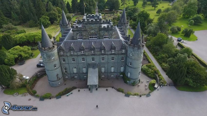 Inveraray Castle, park, sidewalk
