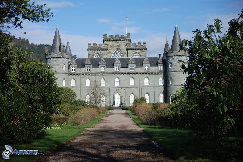 Inveraray Castle, sidewalk, trees