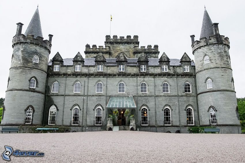Inveraray Castle, sidewalk
