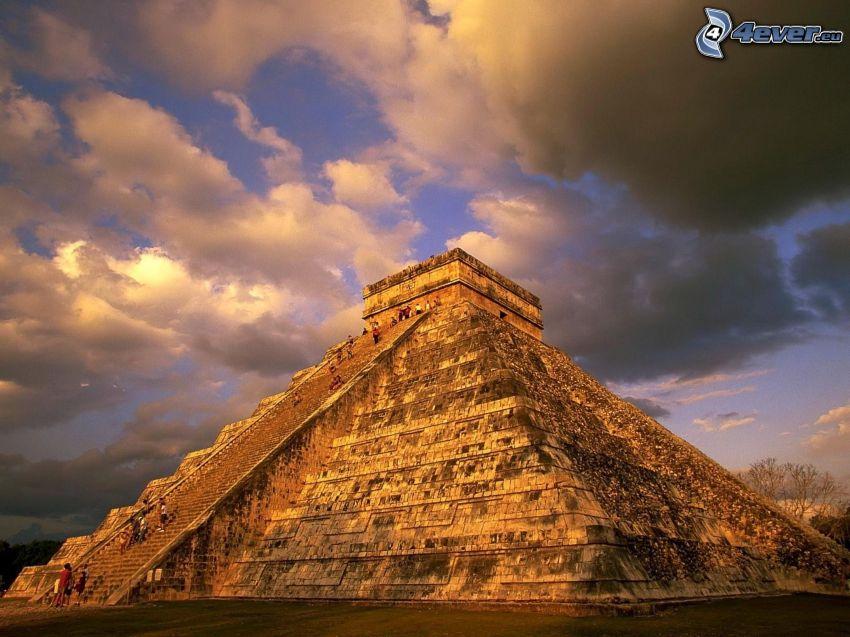 Mayan pyramid El Castillo, clouds