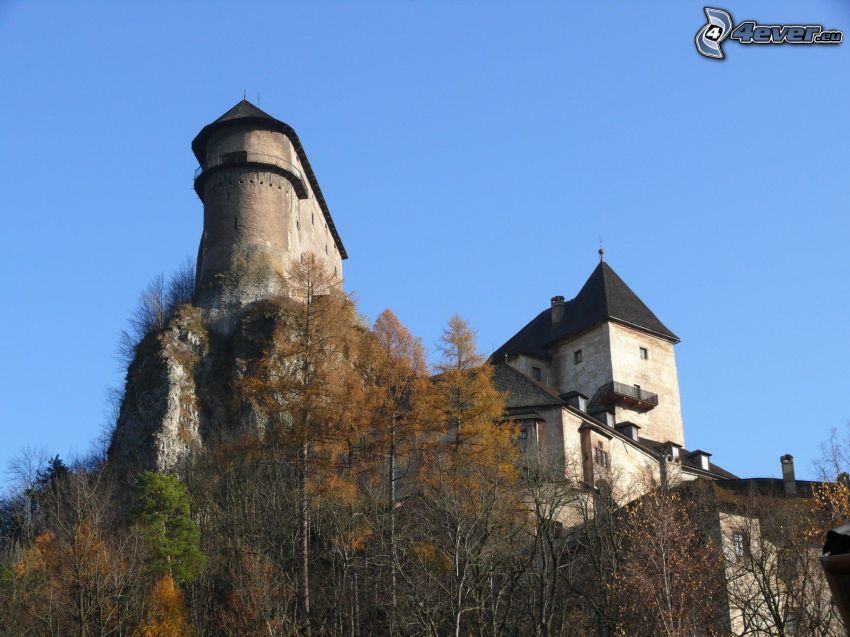 Orava Castle, autumn trees