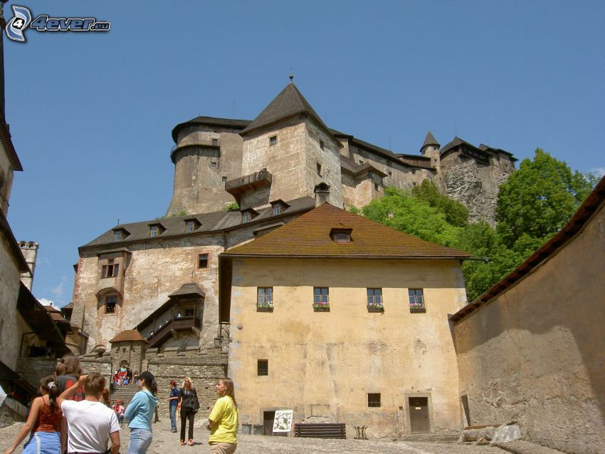 Orava Castle, tourists