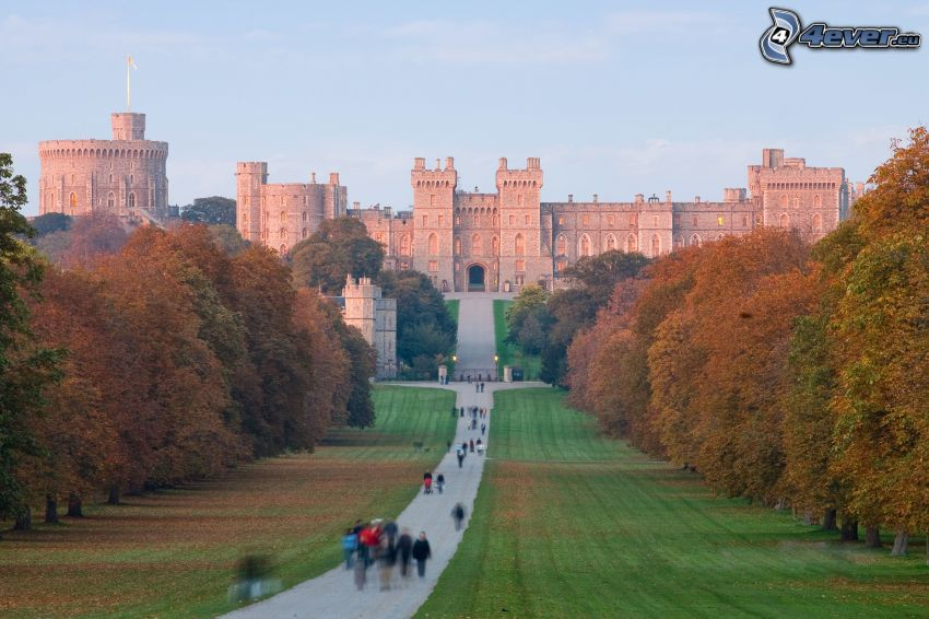 Windsor Castle, park, sidewalk, tourists
