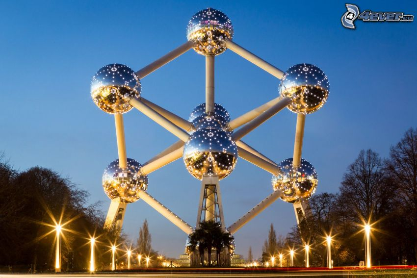 Atomium, Brussels, street lights