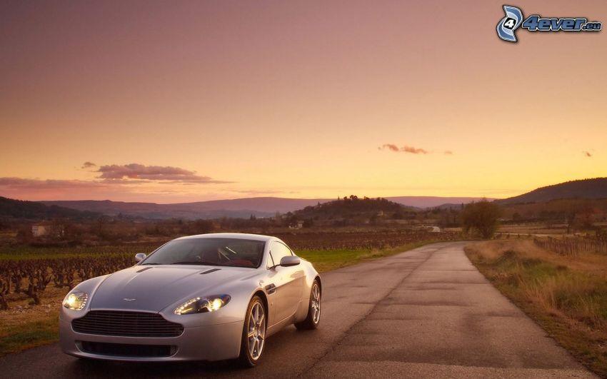 Aston Martin V8 Vantage, evening road