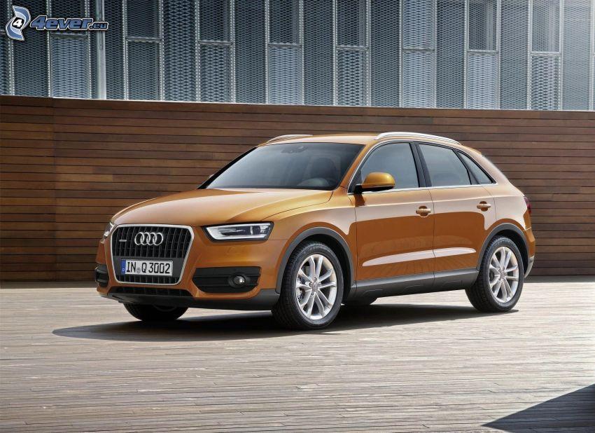 Audi Q3, wall