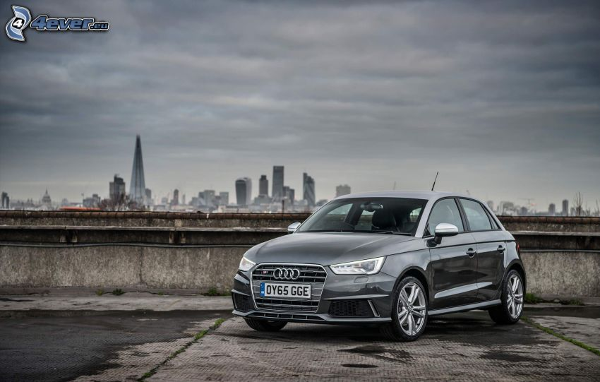 Audi S1, view of the city