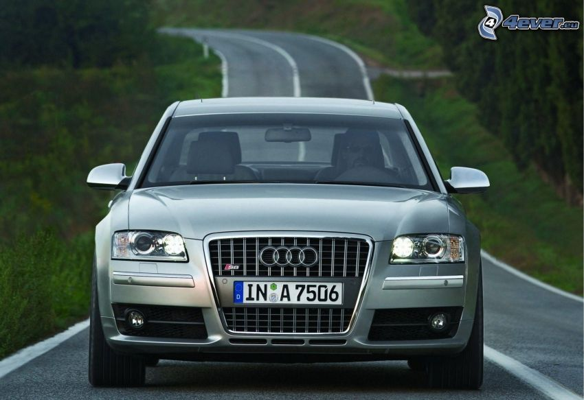 Audi S8, road
