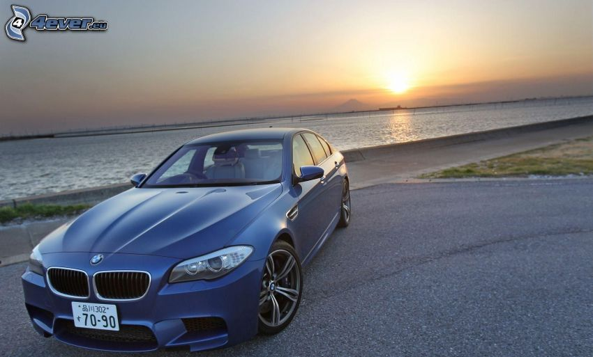 BMW 5, sunset behind the sea