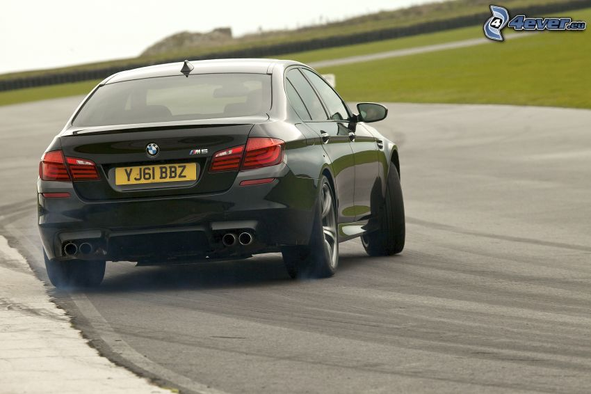 BMW M5, drifting