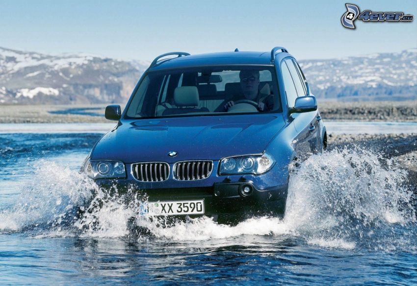 BMW X3, water