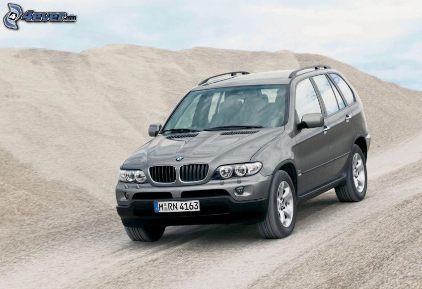 BMW X5, hill