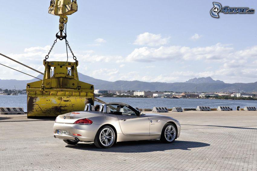 BMW Z4 Coupé, convertible, pavement