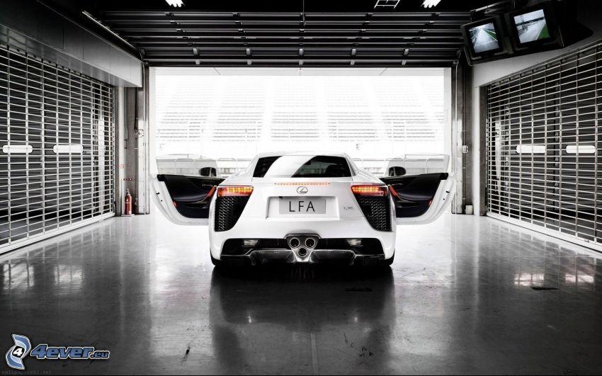 Lexus LFA, garage