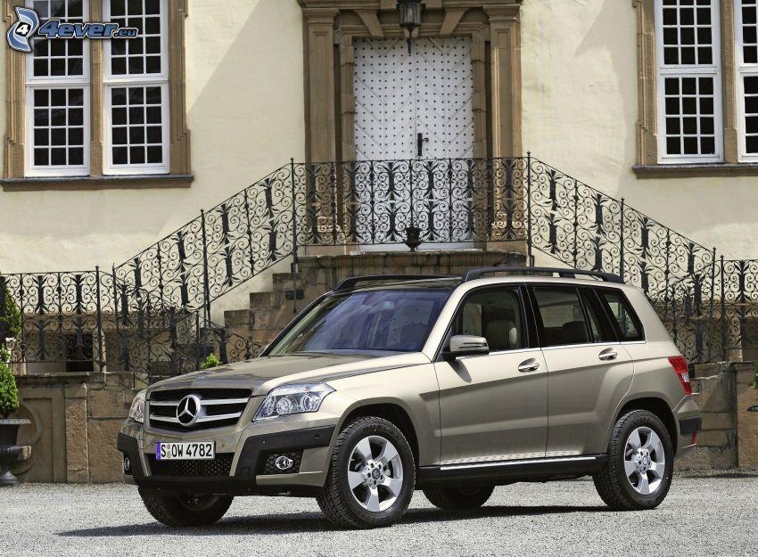 Mercedes-Benz GLK, stairs, door