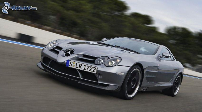 Mercedes-Benz SLR McLaren, speed