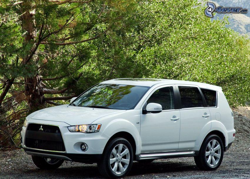 Mitsubishi Outlander, SUV, trees