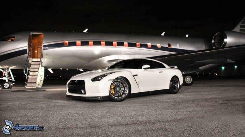 Nissan GTR, private jet