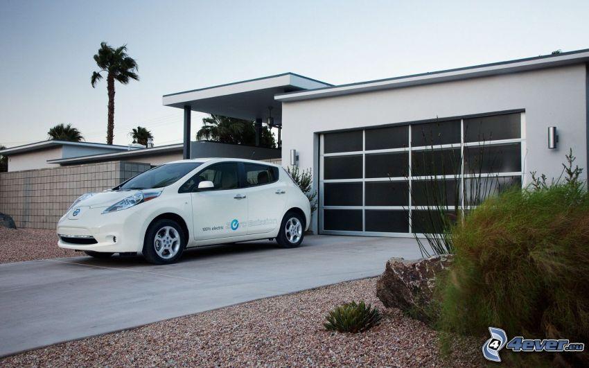 Nissan Leaf, garage, palm tree