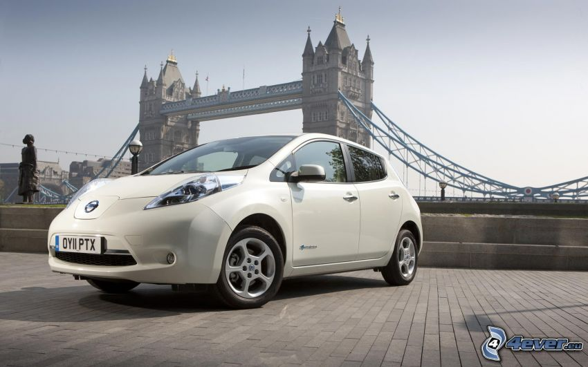 Nissan Leaf, Tower Bridge