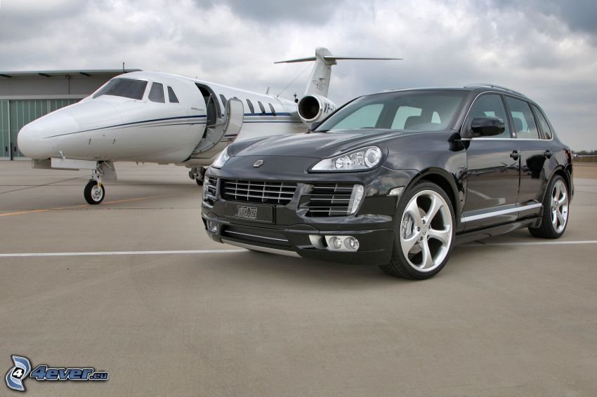 Porsche Cayenne, private jet