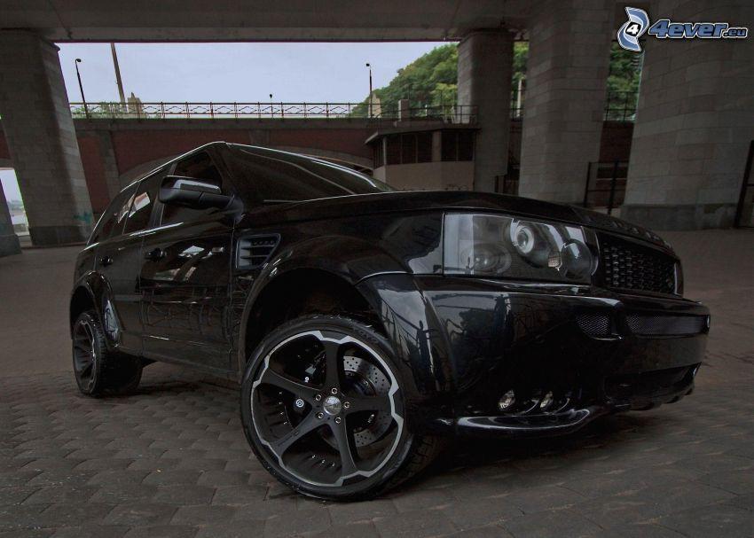 Range Rover, under the bridge