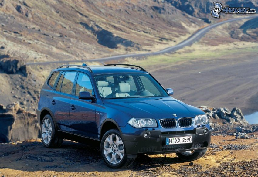 BMW X3, valley