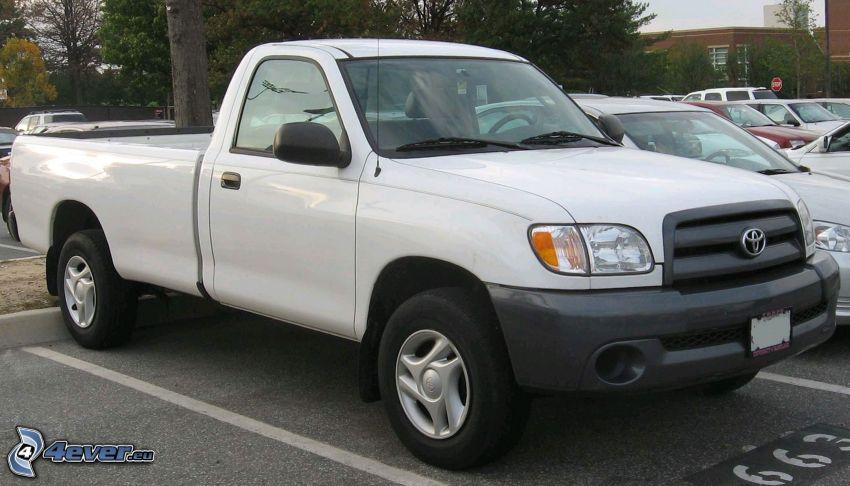 Toyota Tundra, car park