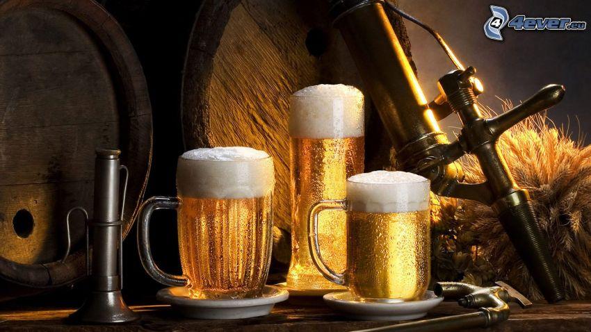 glasses of beer, barrel