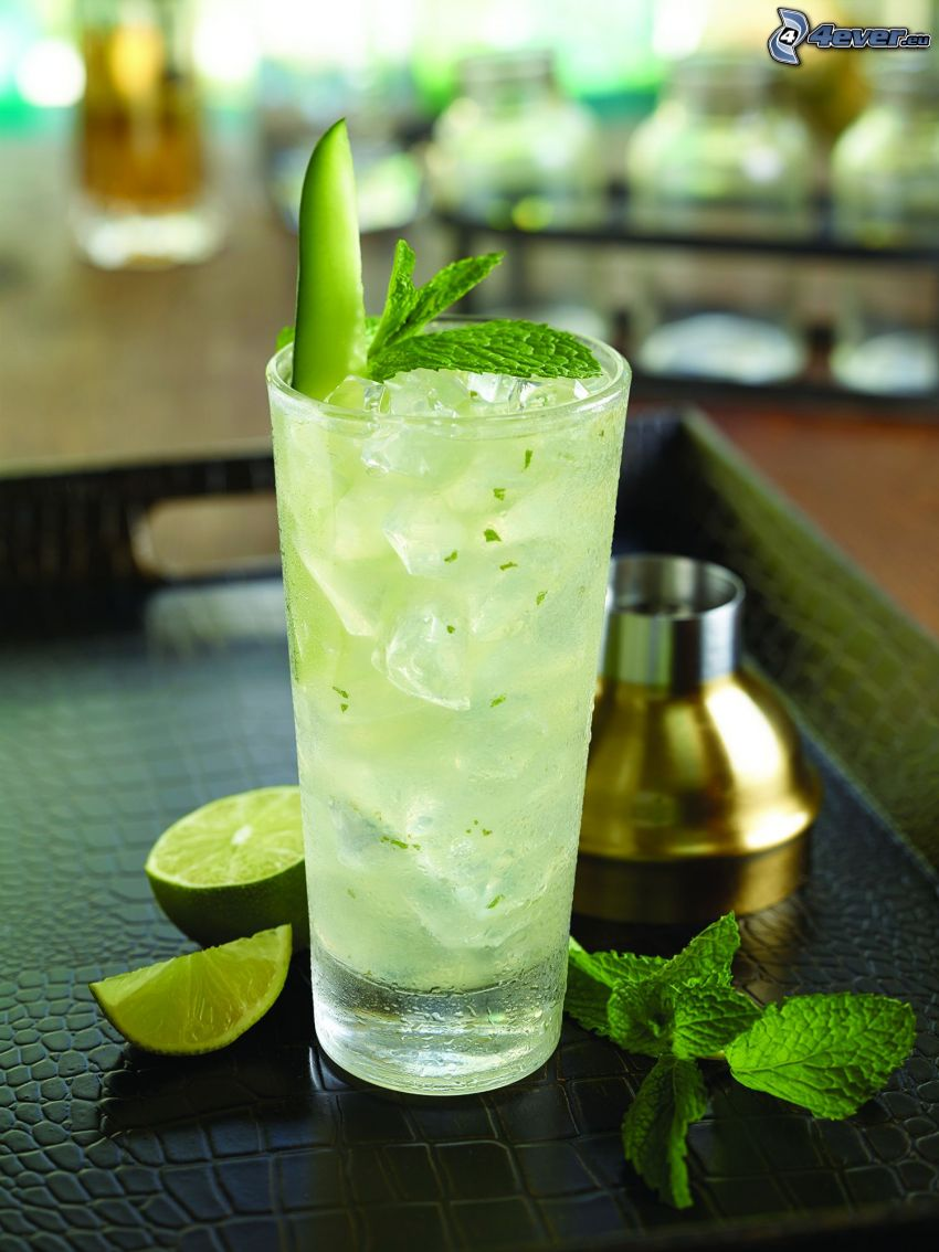 mojito, limes, mint leaves, ice cubes