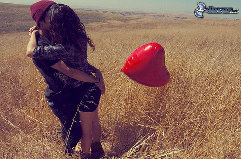 kiss in field, balloon