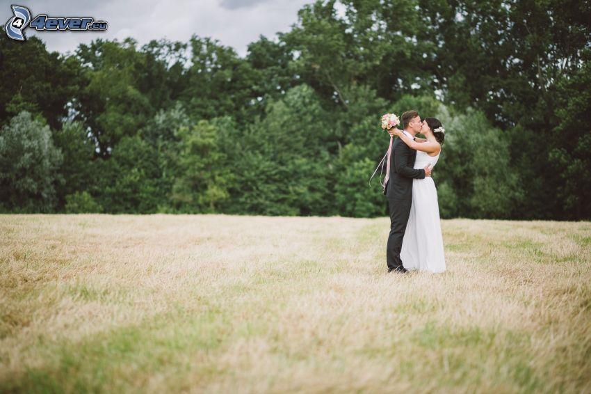 kiss in field, newlyweds, trees
