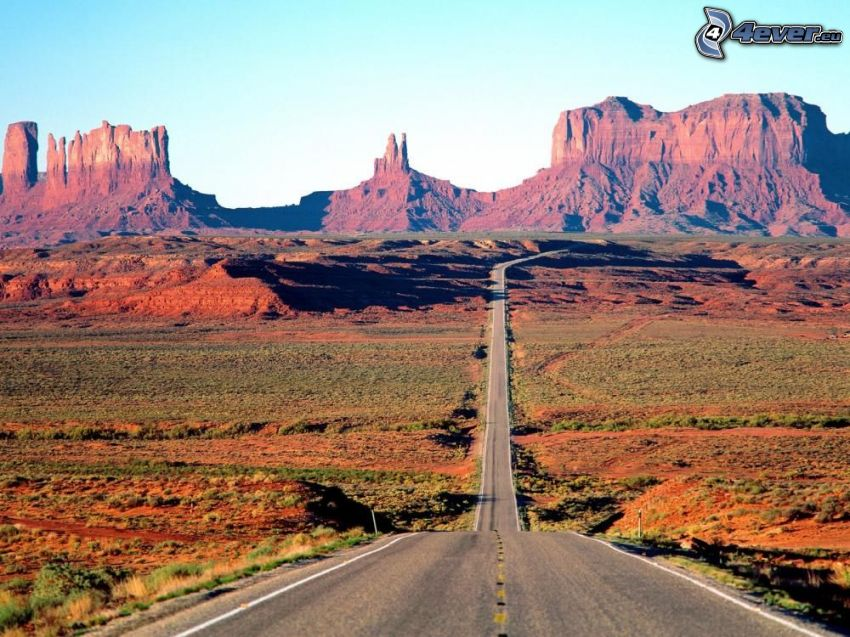 way through Monument Valley, Monument Valley, Colorado, USA