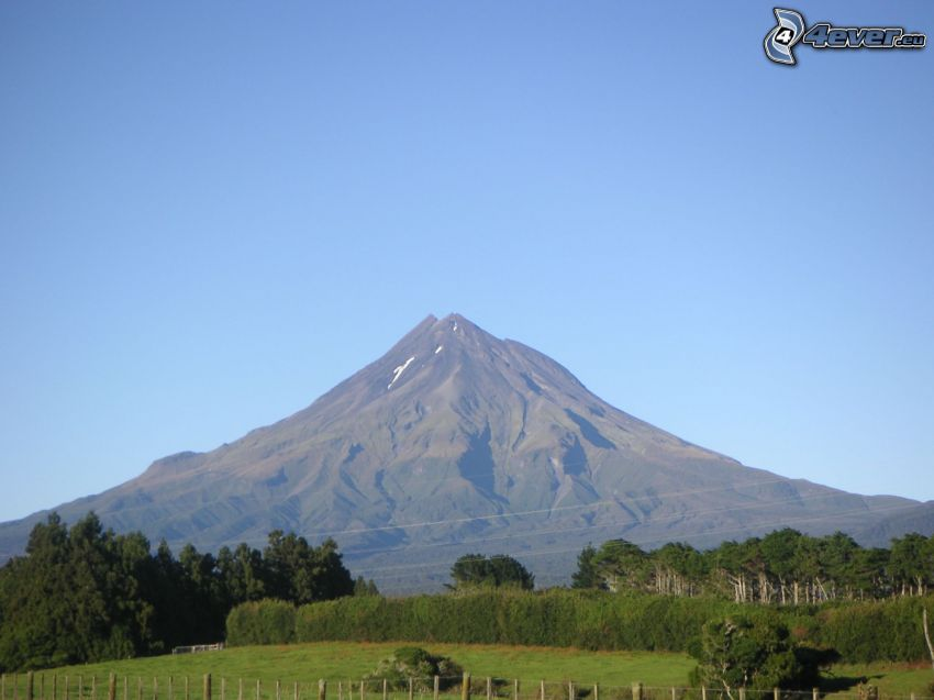 Taranaki, rocky mountain