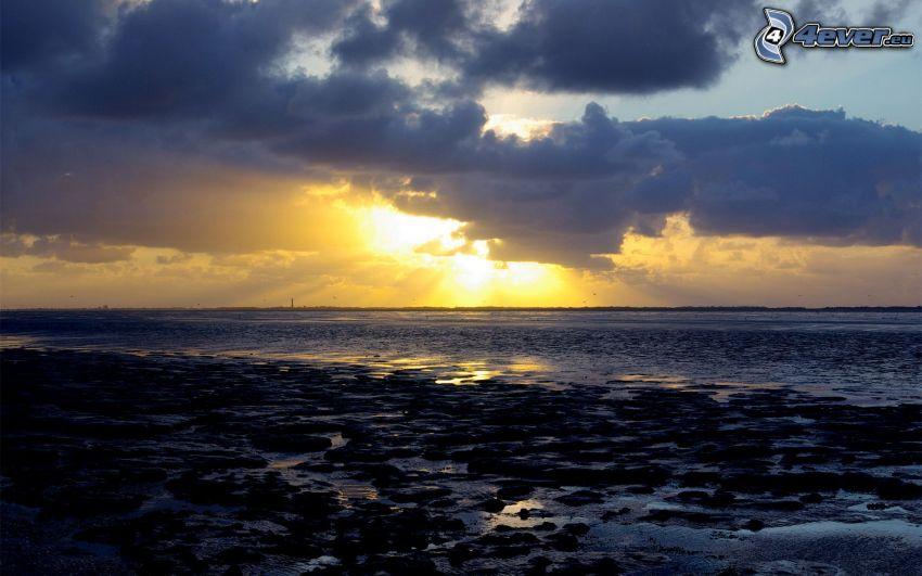 sunbeams behind clouds, sea