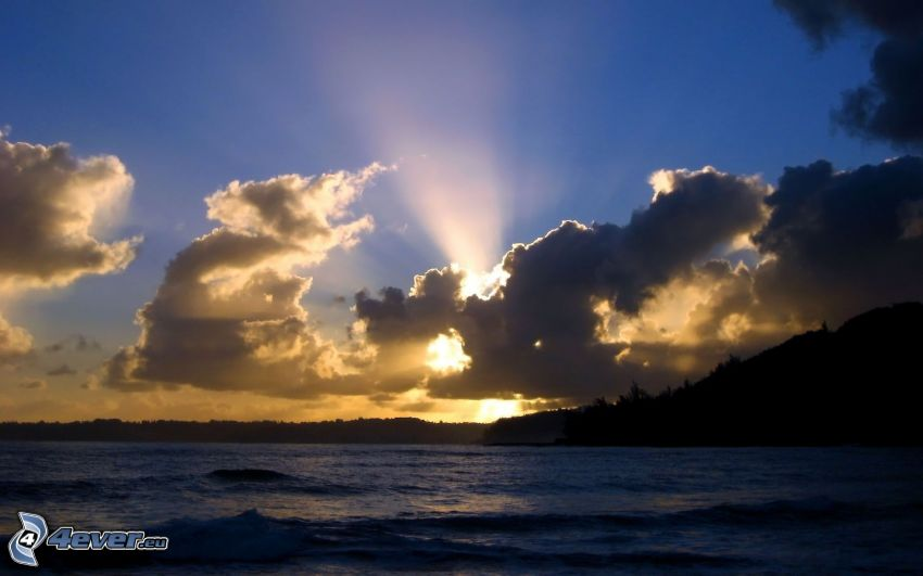 sunbeams behind clouds, sunset in the clouds, sea