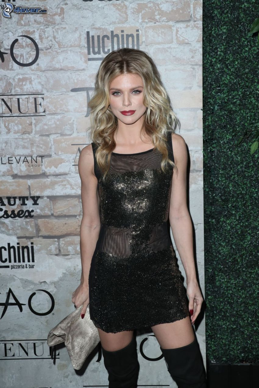 AnnaLynne McCord, black minidress, red lips