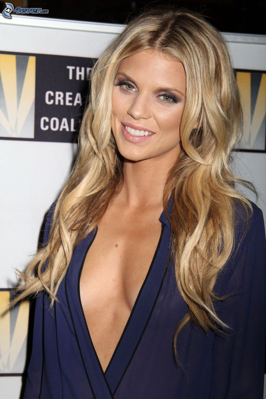 AnnaLynne McCord, cleavage, smile